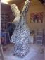 Bezig in het atelier aan het beeld Haas 2, 120 x 120 x 230 cm